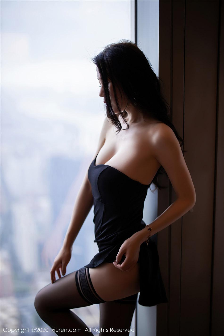 秀人网  极品嫩模梦心月抹胸超短裙美乳翘臀诱惑大胆写真  No.2217