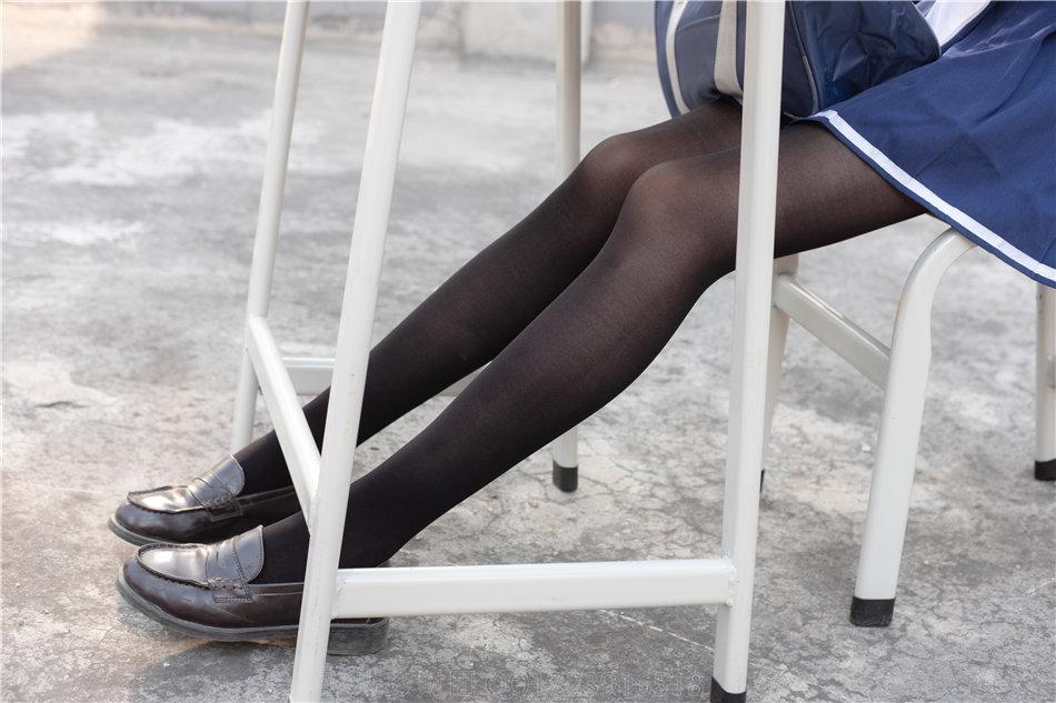 森萝财团写真 森系学生妹天台黑丝水手服大胆撩裙诱惑写真 VOL.122