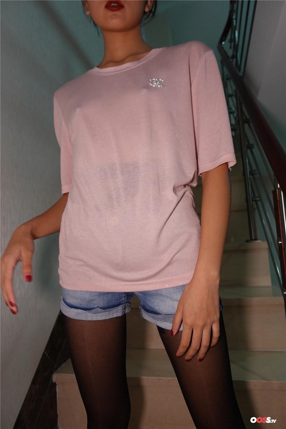 ROSI写真  风骚少妇透视装无内酥胸美腿诱惑大胆写真  NO.2255